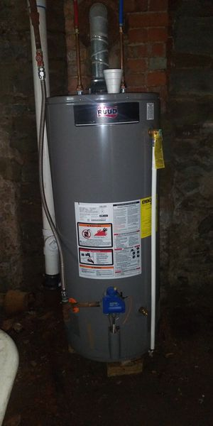 Gas water heater for Sale in Pittsburgh, PA