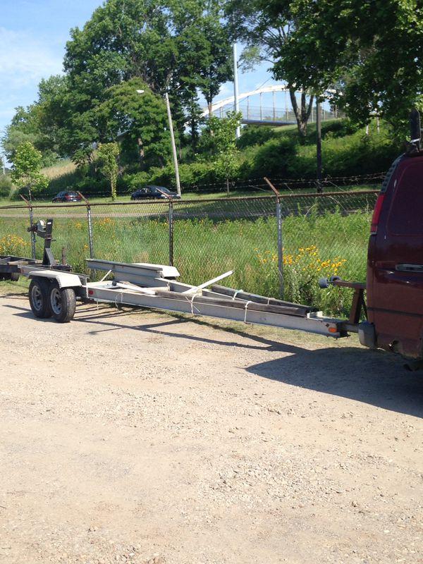 28' Aluminum Boat Trailer. Good Condition