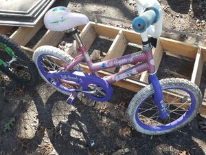 Two kids bikes for him and her for Sale in Dallas, TX