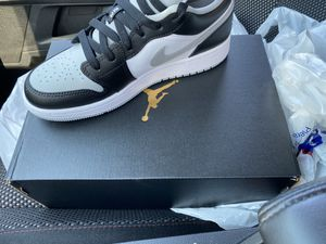 Nike jordan air 1 smoke grey for Sale in Arlington Heights, IL