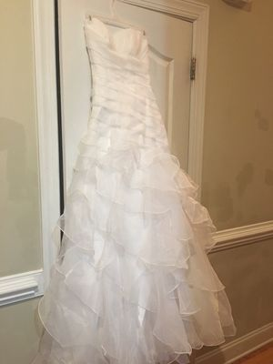 Cosmobella White Gown Size 4 for Sale in Clayton, NC