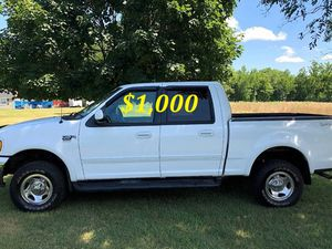 🔑💲1,OOO I'm seling URGENTLY 🔑2OO2 Ford F-15O Super Crew Cab 4-Door Runs and drives very smooth Clean Title🔑🔑🔑 for Sale in Wichita, KS