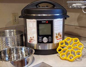 Electric pressure cooker 8 quart for Sale in Lynnwood, WA