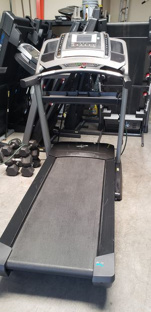Nordictrack 3750 treadmill 300lbs weight Capacity great cardio machine for your home gym for Sale in Anaheim, CA