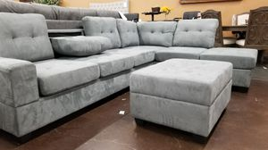 Gray Reversible Sectional with drop down console and a storage ottoman for Sale in Sacramento, CA