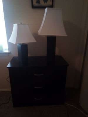 2 Lamps& matching 3 drawer dresser for Sale in San Angelo, TX