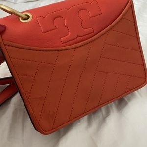 Authentic Tory Burch Handbag 100% Authentic! Has 1 scratch on the top back part but is brand new otherwise. for Sale in Woodbridge, VA