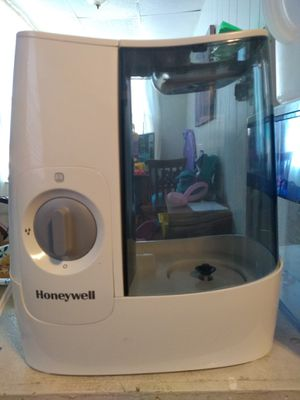 2 Honeywell warm mist humidifiers for Sale in Pittsburgh, PA