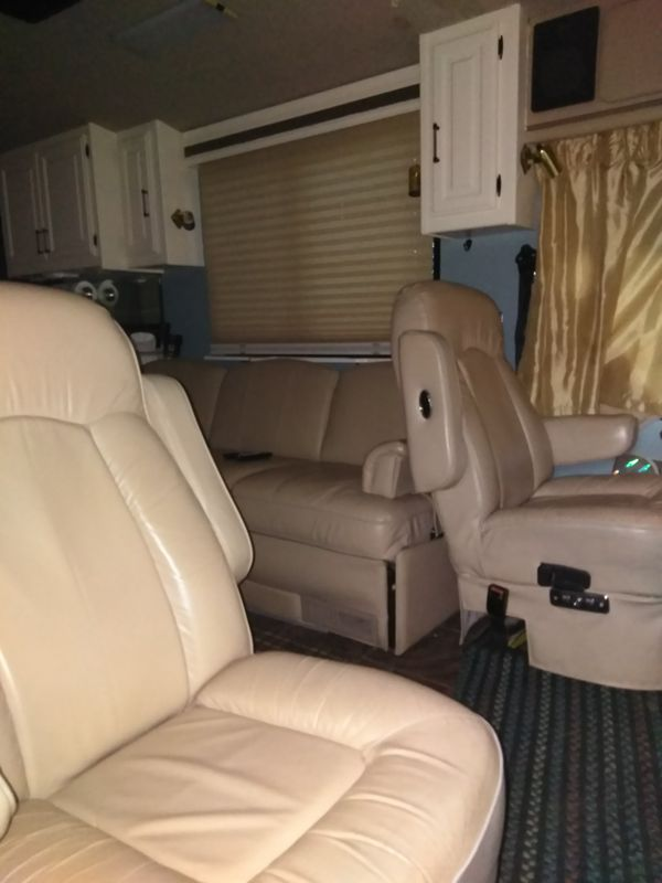 Fleetwood Discovery motorhome 37 foot