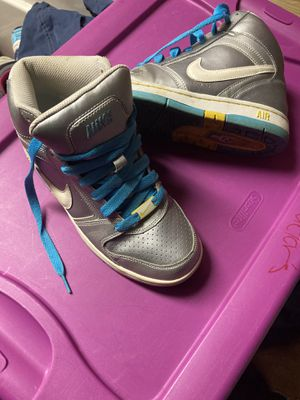 Nike sz 6 ladies shoe(silver) for Sale in South Euclid, OH