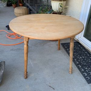 Solid Wood Round Table for Sale in Corona, CA
