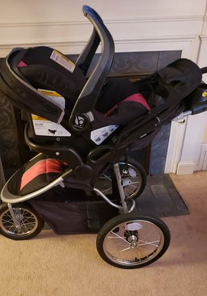 Baby Trend car seat/carriage for Sale in Springfield, MA