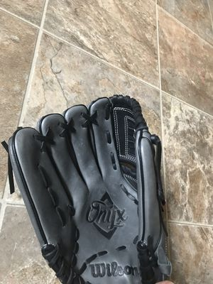 "LHT Lefty Wilson WTA12LF1512 12"" Onyx Series Fastpitch Softball Glove New! for Sale in Beaverton, OR"