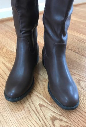 Women refresh boots size 8 for Sale in Columbia, MD