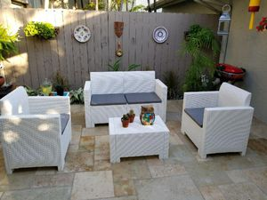 All resin without metals / Furniture / Patio furniture / outdoor furniture / Muebles de patio /patio set for Sale in North Miami, FL