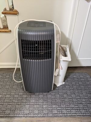 Portable air conditioner with window exhaust for Sale in Toledo, OH