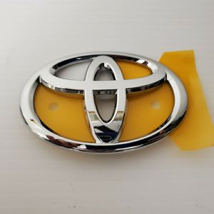 New Rear Toyota Avalon Emblem for Sale in Bellwood, IL