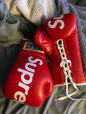 Red Everlast Supreme boxing gloves 12oz for Sale in Fort Worth, TX
