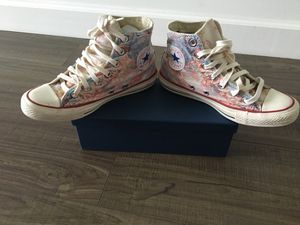 Women's high top Converse sneakers. Size 7 for Sale in Miami, FL