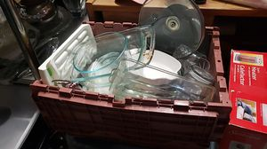 Box full with kitchen oven pans and cups for Sale in Kent, WA
