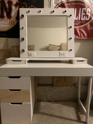 Hollywood vanity mirror desk set for Sale in Visalia, CA