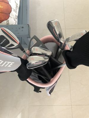 Women's right handed golf clubs and bag for Sale in Miami, FL