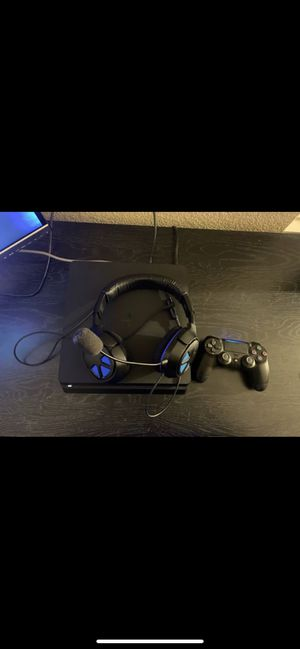 PS4 Slim 1TB with turtle beach headset $150 for Sale in Surprise, AZ