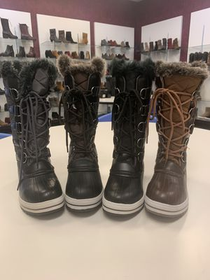 Snow boots for women sizes available 5.5 6, 6.5, 7, 7.5, 8, 8.5 , 9, 10 for Sale in Bell Gardens, CA