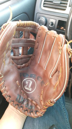 Wilson 12 1/2 in baseball or softball glove for Sale in Avondale, AZ