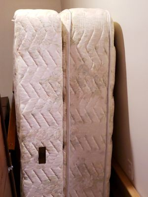 Serta, Queen Mattress ans Box Spring Set for Sale in S CHESTERFLD, VA