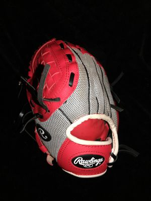 YOUTH baseball glove for Sale in Cleveland, OH