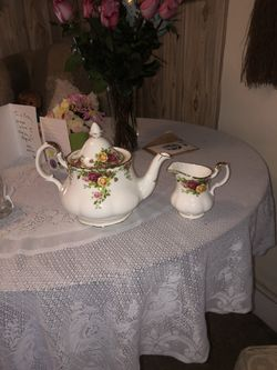 tea pot and creamer container for Sale in Rockville,  MD