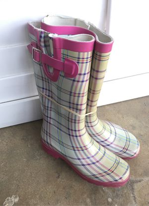 Rain boots. Size 6 for Sale in Fresno, CA