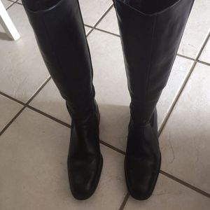 Boots 👢 (winter Boots Size 8) Leather for Sale in Lake Mary, FL