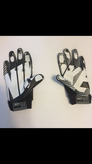 Nike gloves small for Sale in Paterson, NJ
