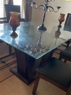 Cherry Wood Large Table With Five Chairs for Sale in Everett,  WA