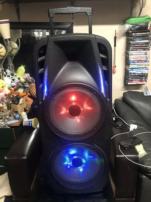 SPEAKER BLUETOOTH RECHARGEABLE for Sale in Los Angeles, CA