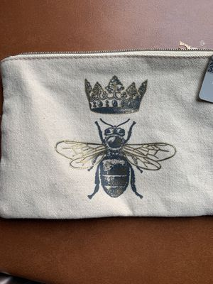 Queen Bee Buttercream wristlet with Eiffel Tower zipper charm for Sale in North Potomac, MD