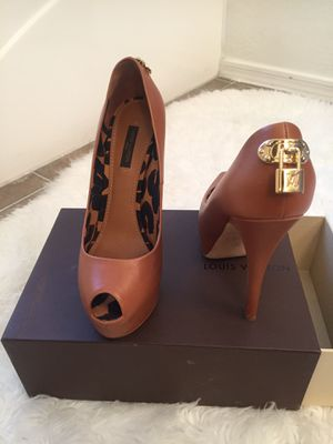 Authentic Louis Vuitton Heels Size 7.5 for Sale in Phoenix, AZ