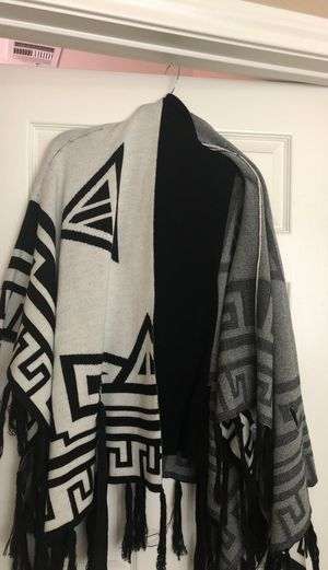 Elegant Shawl and turtle neck for Sale in Las Vegas, NV