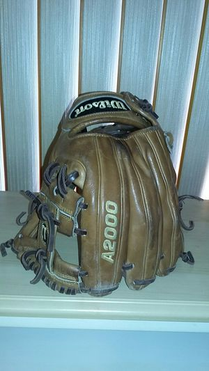 Wilson A2000 baseball infielder glove for Sale in Indianapolis, IN