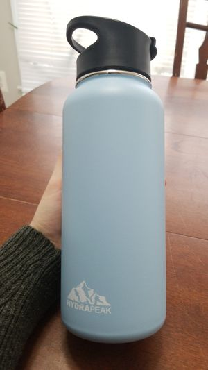 Water bottle- HydraPeak 32 oz stainless steel for Sale in Fort Belvoir, VA