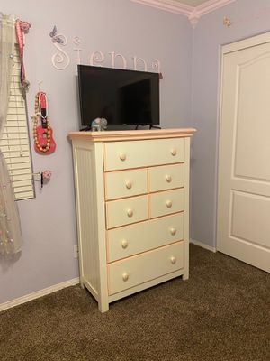 Girl bedroom set. Full size bed for Sale in Perris, CA