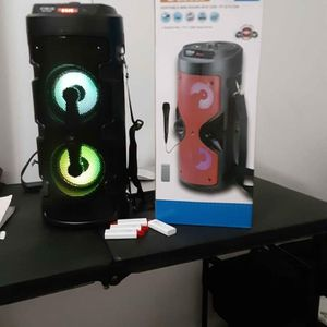 Speakers Bluetooth 800watts for Sale in Miami, FL
