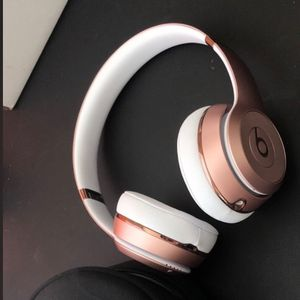 Beats Solo 3 Wireless Rose Gold for Sale in Minneapolis, MN