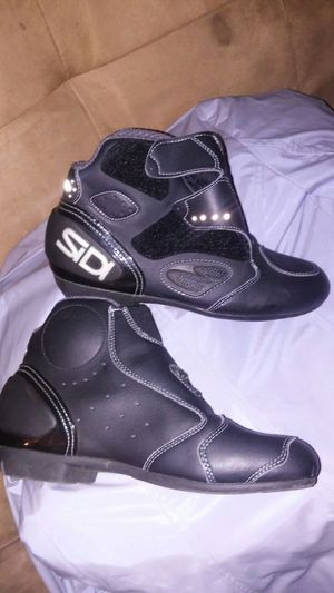 SIDI rider's sport high top shoe /size 7 woman's carbon fiber heel,toe & ankle maybe 2pounds very light almost no weight .. for Sale in Modesto, CA