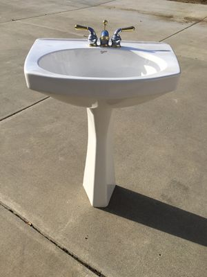 Pedestal sink with Faucet for Sale in Temecula, CA