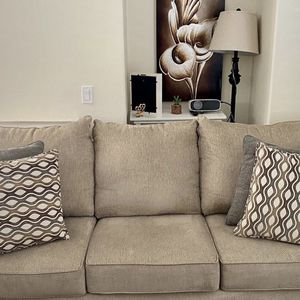 Couch 🛋 Comes With Ottoman And Pillows for Sale in Garden Grove, CA