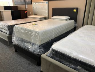 Brown Leather Twin Bed Frame OB for Sale in Irving,  TX