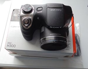 Digital Camera Sony Cybershoot DSC-300. 20.1 MP. 35 X. With box. Very good condition. for Sale in Saint Paul, MN